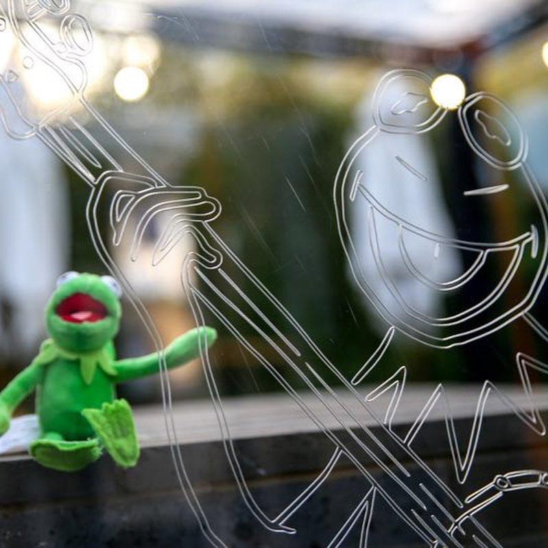 Event experiential sandro kermit muppet