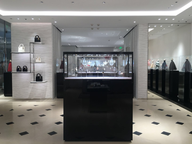 Dior - Woman Fashion Pop Up